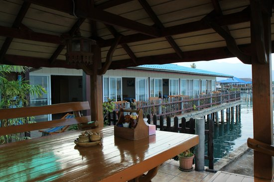 Island View Resort & Spa : Some of the rooms on the pier seen from the outdoor dining area.
