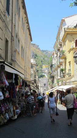 Belmond Grand Hotel Timeo: Shops along Via Teatro Greco where the hotel is located