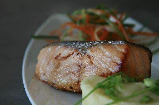 Pacific Bistro and Sushi Bar: סלמון במיסו