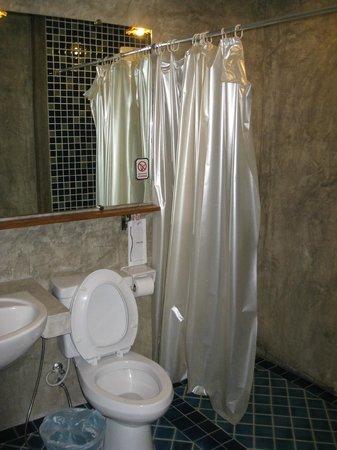 Sunshine House : Bathroom