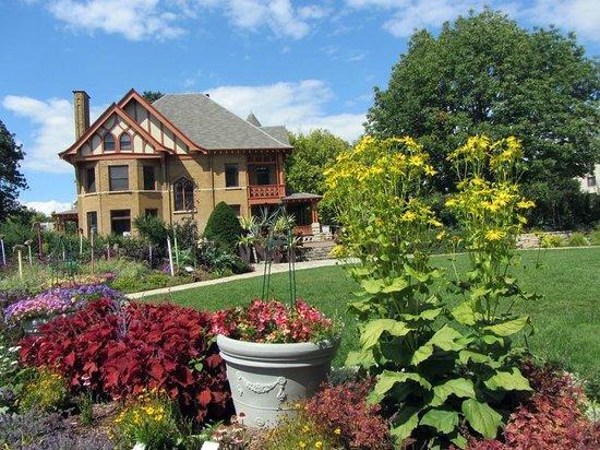 Lawn View Picture Of Allen Centennial Gardens Madison Tripadvisor