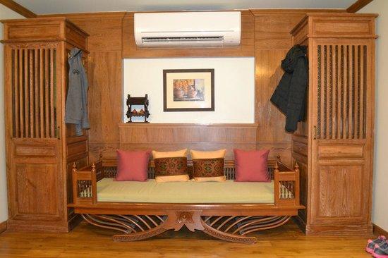 Rich Lanna House: ตั่งสำหรับนั่งพักผ่อนอีกมุมของห้อง