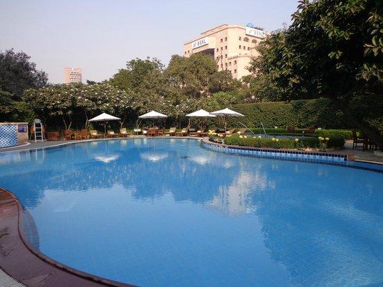Shangri-La's Eros Hotel: Piscine