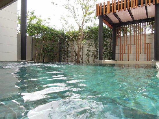 Cape Nidhra Hotel: 部屋のプール