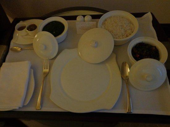 Shangri-La's Eros Hotel : Room service