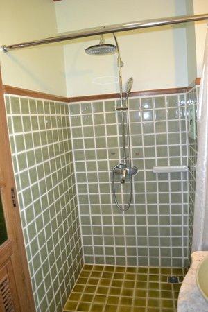 Rich Lanna House : Rain Shower น้ำไหลแรงสะใจ