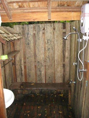 Rabeang Pasak Tree House Resort : Open Air Shower - Baan Rim Tarn