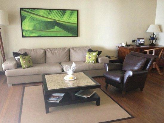 Paradis Beachcomber Golf Resort & Spa : Senior suite sitting room