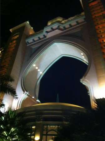 Atlantis, The Palm: palm at night