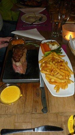 Dukes Restaurant: Heisser Stein