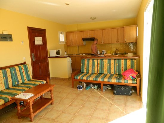 Hotel Chatur Playa Real: nice big kitchen area