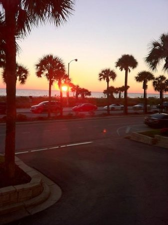 Holiday Inn Sarasota - Lido Beach: Sunset over the beach