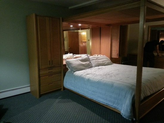 Woodwards Resort & Inn: king size comfort