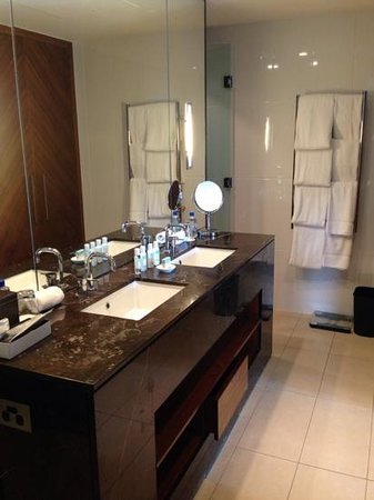 InterContinental Fiji Golf Resort & Spa: bathroom