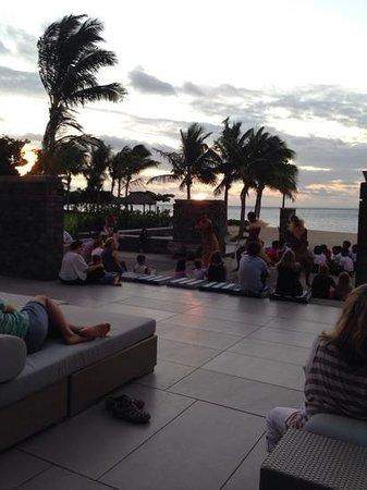 InterContinental Fiji Golf Resort & Spa : sunset dance party