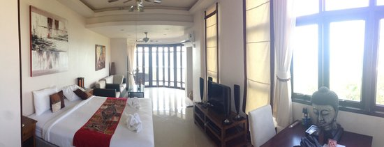 Sunset Hill Resort : Grand sea view junior suite in rose building