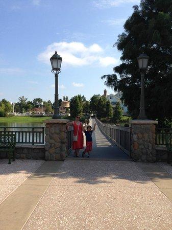 Disney's Saratoga Springs Resort & Spa: A bridge across a Lake