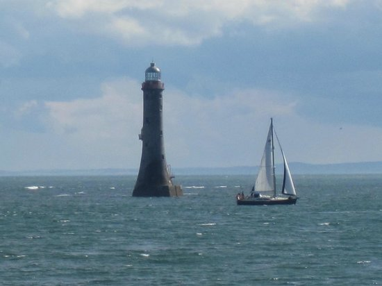 Chestnutt Holiday Park: Lighthouse and Sailing ship at Cranfield