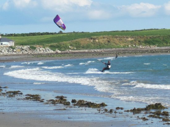 Chestnutt Holiday Park: Kitesurfing at Cranfield