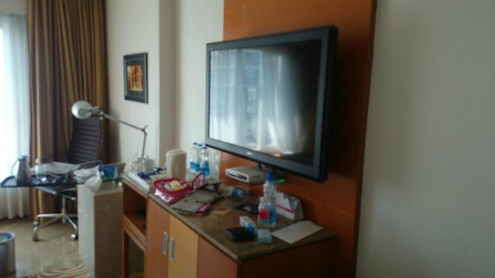 Radisson Blu Hotel Ahmedabad: Huge screen in room, we messed the room up