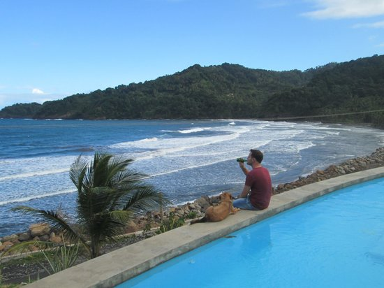 Pagua Bay House Oceanfront Cabanas: A beer with a friend