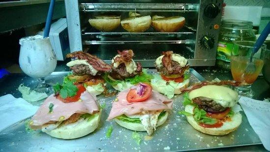 Karrement Burger, Le Petit Michotte: Même la viande est hachée devant vous! Tout frais!