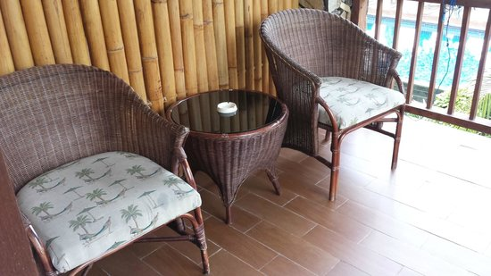 Sunset House Lombok: Resting chairs and coffee table at the balcony
