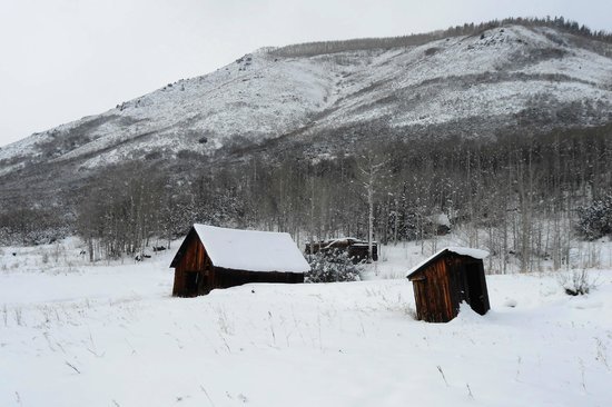 Hunter Creek Trail : old cabins