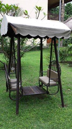 Sunset House Lombok: The garden