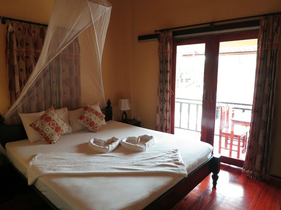 Singharat Guest House: Deluxe Double Balcony Room