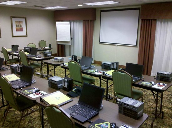 Country Inn & Suites By Carlson: Our PLC training setup in their meeting room. Hotel staff takes care of snacks and getting lunch