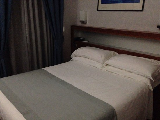 BEST WESTERN Hotel Plaza : Comfy bed