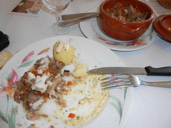 Restaurant du marche : le plat et sa reserve dans le poelon