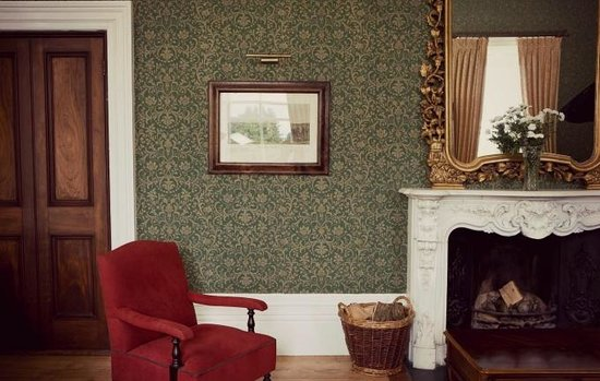 Middleton Park House: One of our warm and decident lounges.