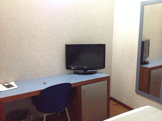 BEST WESTERN Hotel Plaza: TV