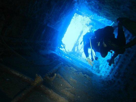 Plongée sur une épave avec Plongee Caraibes Catamaran