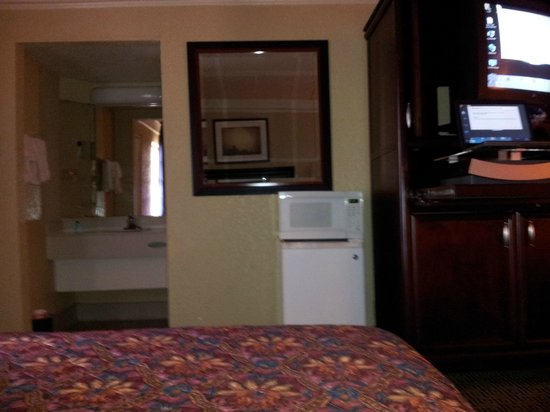 Venetian Inn & Suites Houston Airport : Free Microwave & Fridge