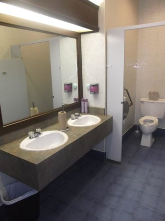 Salle de bain hommes tr s propre 28 novembre 2013 for Salle de bain homme
