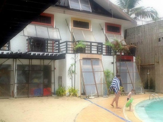 Microtel Inn & Suites by Wyndham Boracay: preparations for the storm
