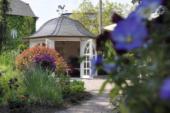 Mulheim an der Mosel, Jerman: Teehäuschen im Park