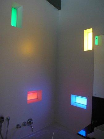 Serene-estate Boutique Guesthouse : Light through windows