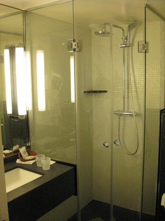 BEST WESTERN Hotel Folkestone Opera: Bathroom.