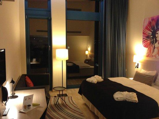 Scandic Hamburg Emporio: Room on the 6th floor