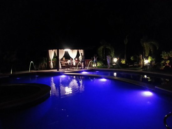 Sophia's Garden Resort : Pool in the Evening