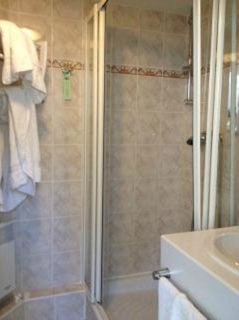 Hotel Du Parc : salle de douche chambre 403