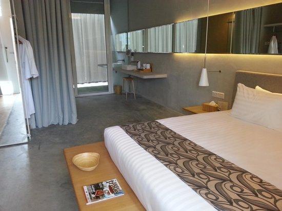Belum Rainforest Resort: deluxe suite (concrete structure)