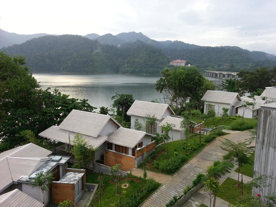 Belum Rainforest Resort: traditional chalets