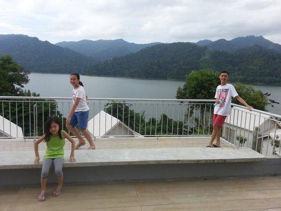 Belum Rainforest Resort : rooftop atop concrete rooms