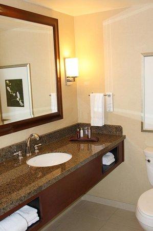 Raleigh Marriott City Center: Bathroom sink