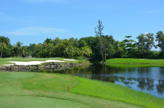 Shangri-La's Rasa Ria Resort & Spa: golf corse, lovely par 3 hole